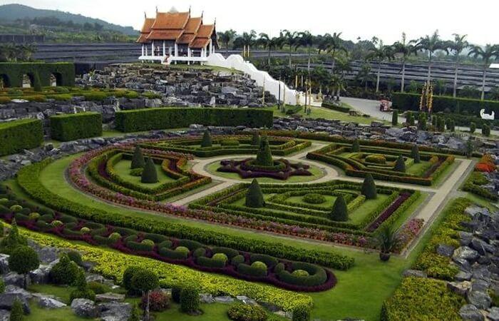 Tempat wisata di Pattaya ini awalnya merupakan tempat penanaman bunga-bunga tropis dan juga sebagai wildlife conservation.