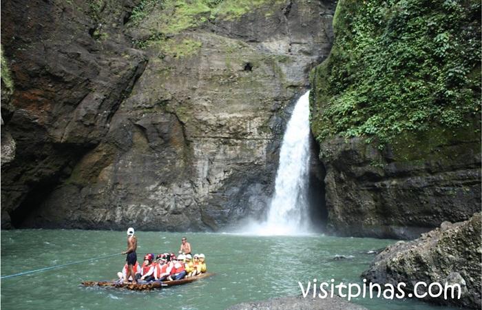Bagi para pengunjung tempat wisata di Manila ini, di sini menjadi pilihan untuk merelaksasi tubuh dengan berendam atau berenang.