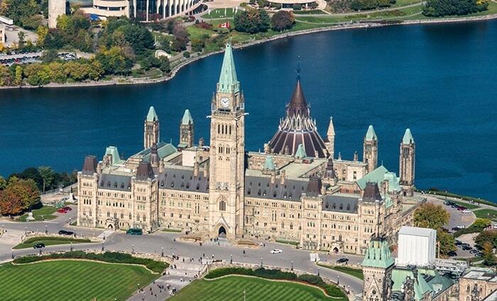 Awalnya gedung pemerintahan tempat wisata di Kanada ini ini digunakan sebagai pusat kegiatan militer abad ke-18,