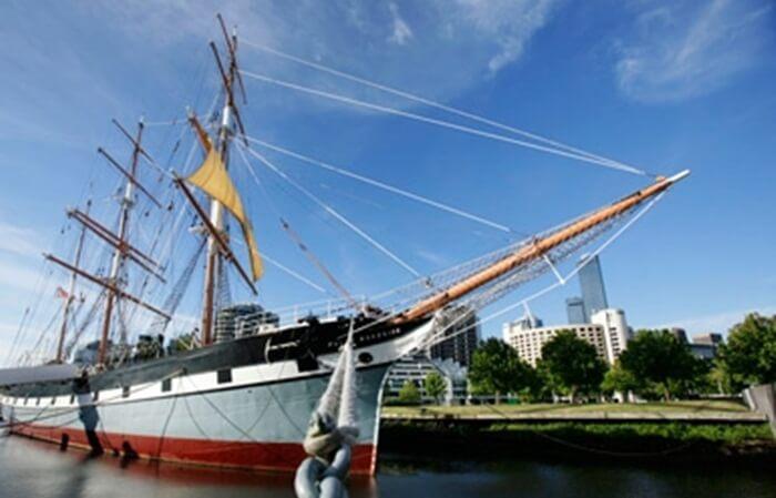 Tempat wisata di Melbourne berupa Kapal layar bergaya perompak ini, akan membawa pengunjung menyelami lebih jauh tentang sejarah pelayaran