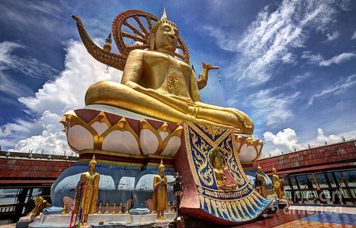 Tempat wisata di Pattaya ini memiliki patung Buddha raksasa yang menjadi salah satu patung terbesar yang ada di Thailand.