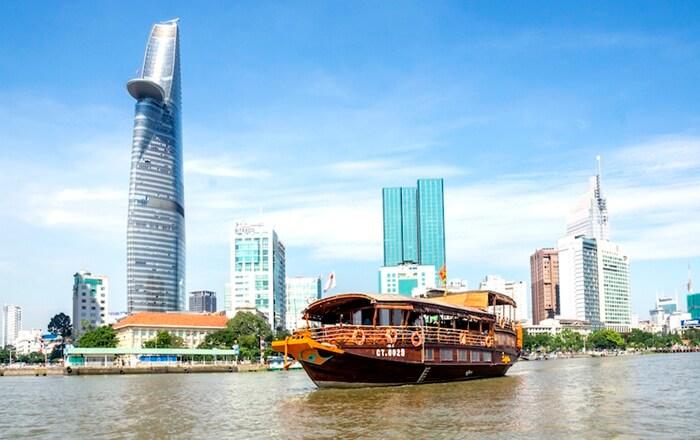 Di sepanjang tepi sungai tempat wisata di Ho Chi Minh ini, pengunjung dapat menikmati pemandangan desa yang indah, lorong bawah tanah dalam Perang Vietnam, gedung pencakar langit kota, dan hutan tropis.