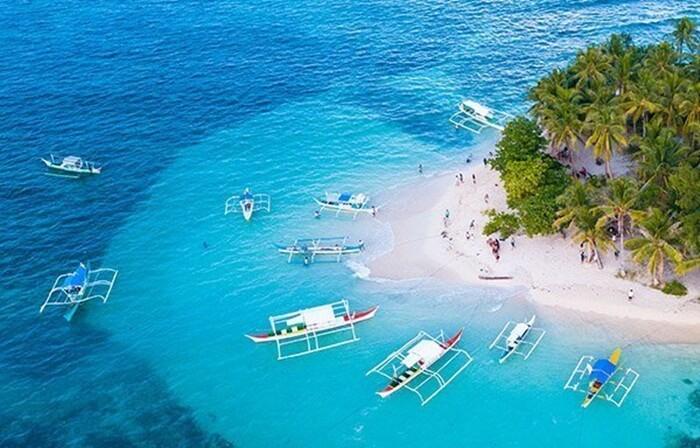 Bila datang tempat wisata di Filipina, pulau Siargao, pengunjung akan disuguhkan potensi laut yang tidak ada duanya.