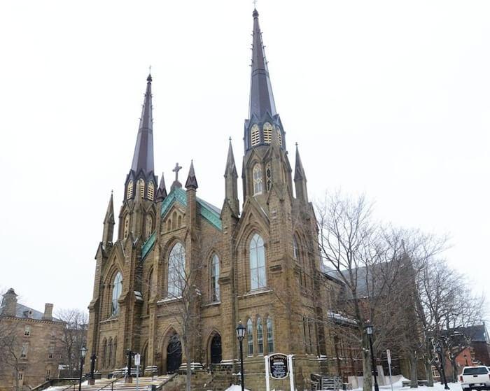 St.Dunstan's Basilica, merupakan gereja Tempat Wisata di Kanada yang terletak di jantung kota Charlottetown, Kanada