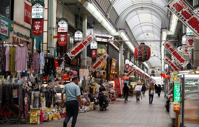Di dalam tempat wisata di Osaka ini dipenuhi oleh outlet, restoran, dan juga museum.