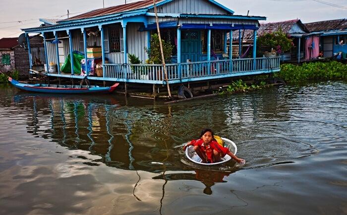 Danau Tonle Sap adalah salah satu tempat wisata di Kamboja yang menarik selain candi-candi di kota Siem Reap.