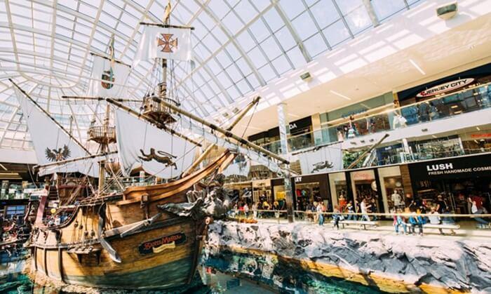 West Edmonton Mall (WEM) adalah Tempat Wisata di Kanada berupa pusat perbelanjaan yang terletak di Edmonton, Alberta T5T, Kanada.