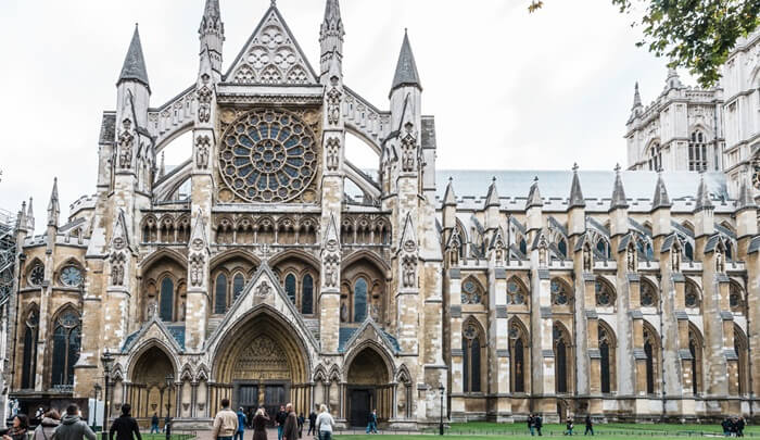 Penobatan raja/ratu Inggris yang sudah dilakukan di tempat wisata di London ini sejak tahun 1066.