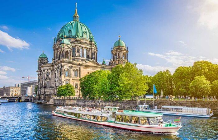 Tempat wisata di Jerman cukup beragam, mulai dari wisata sejarah yang menawan hingga wisata alam yang tak kalah cantik.
