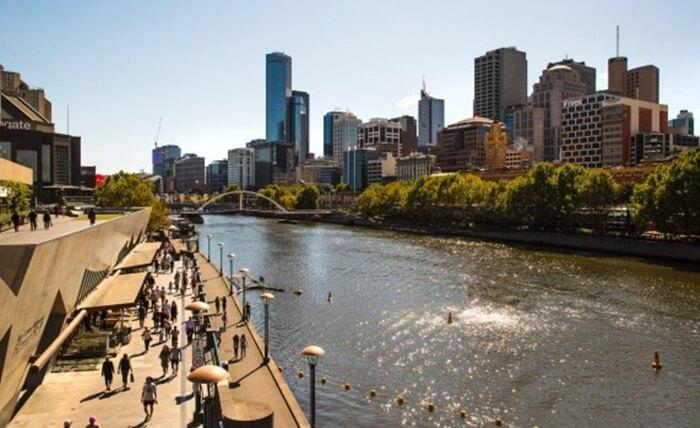 Di tepi sungai tempat wisata di Melbourne ini dibangun gedung-gedung mewah dengan segala kelengkapan fasilitas