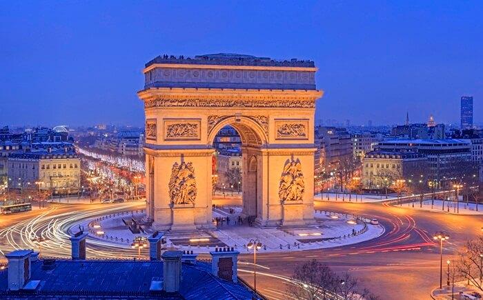 Bangunan tempat wisata di Paris ini memiliki banyak patung yang menggambarkan peristiwa revolusi serta masa kekaisaran.