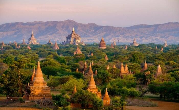 Pada masa kejayaannya, yaitu antara abad ke-11 dan abad ke -13, kerajaan memerintahkan untuk membangun ribuan kuil di tempat wisata di Myanmar ini.