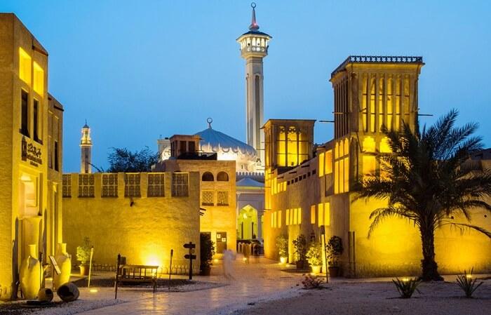 Bastakia Quarter adalah sebuah kota tua yang memiliki banyak sekali musem, terutama di daerah Al Fahidi. Di tempat wisata di Dubai ini pengunjung bisa belajar banyak hal mengenai budaya, kostum, dan tradisi lokal