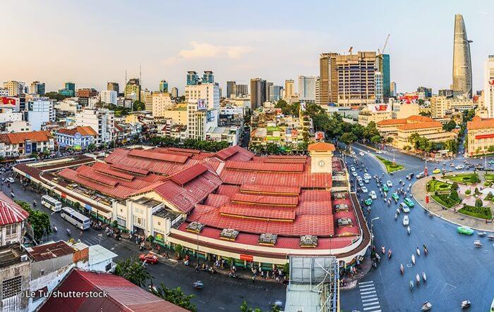 Tempat wisata di Ho Chi Minh ini merupakan kawasan pasar yang ada di Ho Chi Minh City, Vietnam. Yang mana, pasar ini merupakan pasar terbesar dan tertua yang ada sejak abad ke-17 di Saigon dengan nama lokal Cho Ben Thanh.