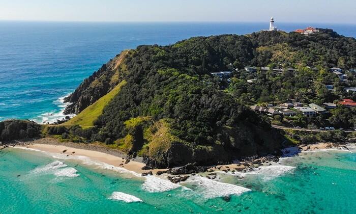 Tempat wisata di New South Wales ini populer karena memiliki pasir putih yang alami untuk berjemur.