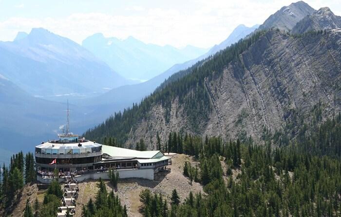 Tempat Wisata di Kanada Rocky Mountain adalah pegunungan yang terletak di Amerika Utara.