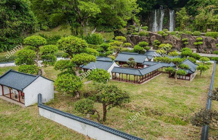 Bangunan-bangunan dan taman-taman di tempat wisata di Shenzhen ini dibuat dengan tujuan mempromosikan Shenzhen sebagai tempat wisata yang layak untuk dikunjungi.