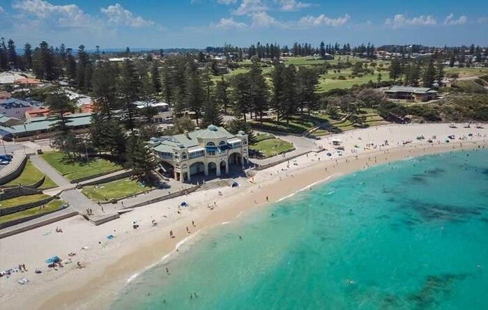 tempat wisata di Perth City Beach adalah pinggiran kota tepi pantai dari Perth, Australia Barat