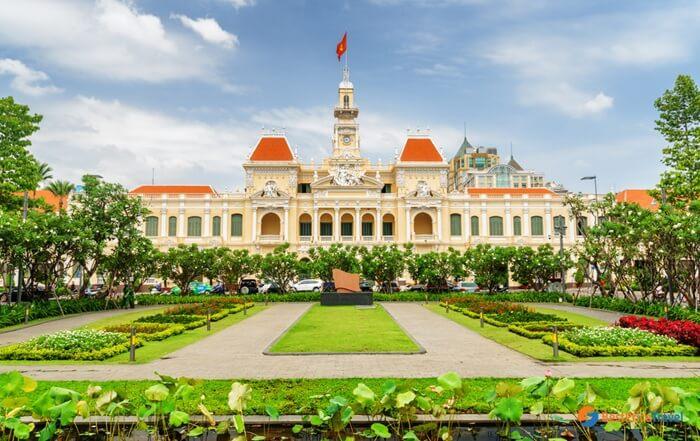 . Tempat wisata di Ho Chi Minh City Hall ini dibangun pada tahun 1902 hingga 1908 pada masa penjajahan French Colonial.