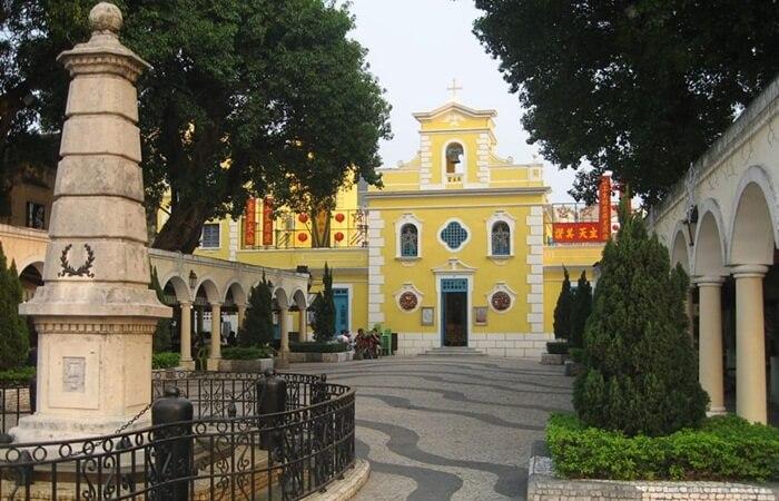 Coloane adalah tempat wisata di macau yang menjadi surga bagi orang-orang yang suka lingkungan yang tenang dan ingin mencari pemandangan berbeda dari pusat kota Macau yang ramai.