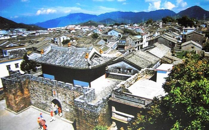Bangunan tempat wisata di Shenzhen ini dibangun pada tahun 1394 oleh Kaisar Dinasti Ming. Luas bangunan ini mencapai 110.000 meter persegi.