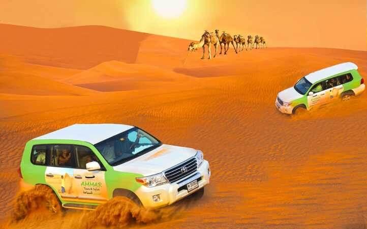 . Di tempat wisata di Dubai itu disediakan motor-motor padang pasir, onta, burungelang untuk berfotoria.