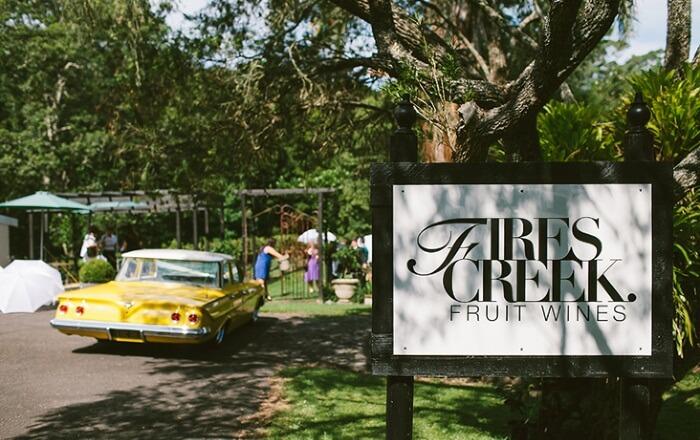 tempat wisata di Sydney Firescreek juga terkenal dengan firewater yang terbuat dari kombinasi unik dengan jeruk manis lokal dan cabai, sajian minuman ini memiliki karakter unik dengan rasa jeruk asli,