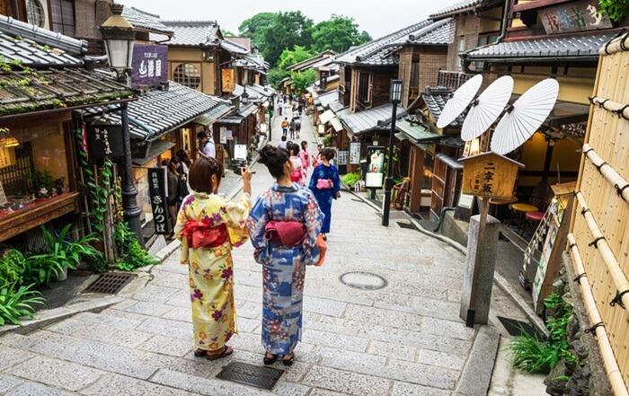 Tempat wisata di Kyoto ini awalnya dikembangkan di abad pertengahan, untuk mengakomodasi kebutuhan wisatawan dan pengunjung ke kuil Yasaka Shrine