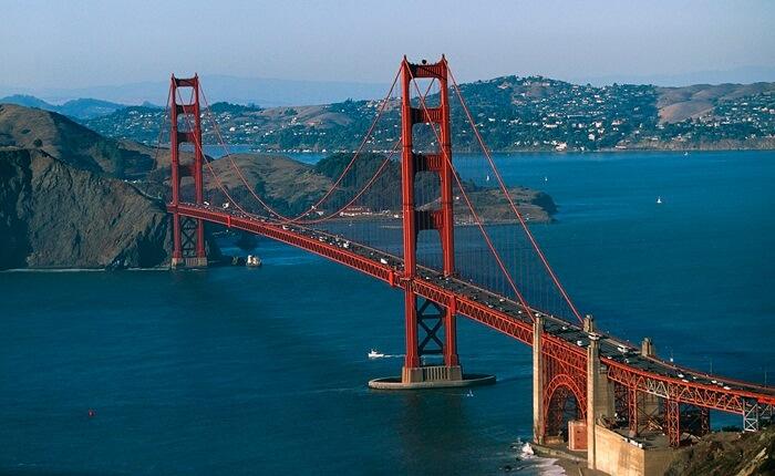 tempat wisata di Maerika Golden Gate Bridge, jembatan gantung terpanjang di dunia, mencapai 2 km