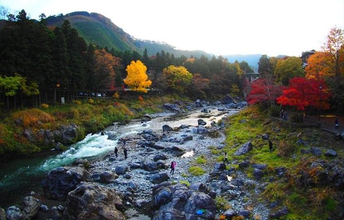 Gunung tempat wisata di tokyo ini memiliki tinggi 929 meter di atas permukaan laut. Merupakan bagian dari Chichibu Tama National Park.