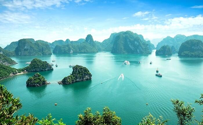 tempat wisata di Vietna Ha Long Bay sendiri punya luas sekitar 1.533 km persegi dan kawasan legendaris itu ialah kesatuan dari nyari 2.000 pulau-pulau kecil.