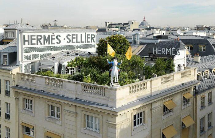 Tempat wisata di Perancis ini merupakan destinasi terbaik pengunjung untuk menemukan berbagai rancangan busana Creme de la creme, furnitur unik, dan kosmetik dengan kualitas terbaik