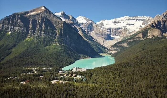 Tempat Wisata di Kanada Taman Nasional Banff merupakan taman paling tua yang ada di negara Kanada tersebut.