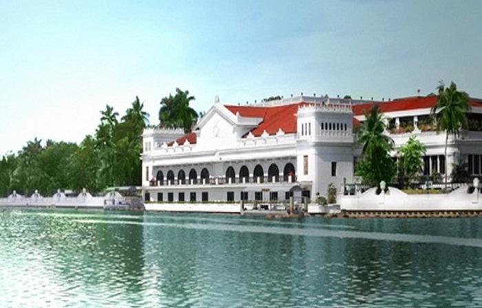 bangunan tempat wisata di Manila ini dibangun dengan menggunakan batu batu dan dilengkapi dengan ruang dansa, tempat pemandian, taman dan dikelilingi pagar batu.