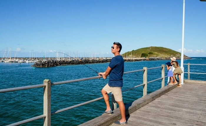 Di pantai kota tempat wisata di New South Wales ini, pengunjung bisa menikmati seru berselancar, memancing dan bermain pasir.