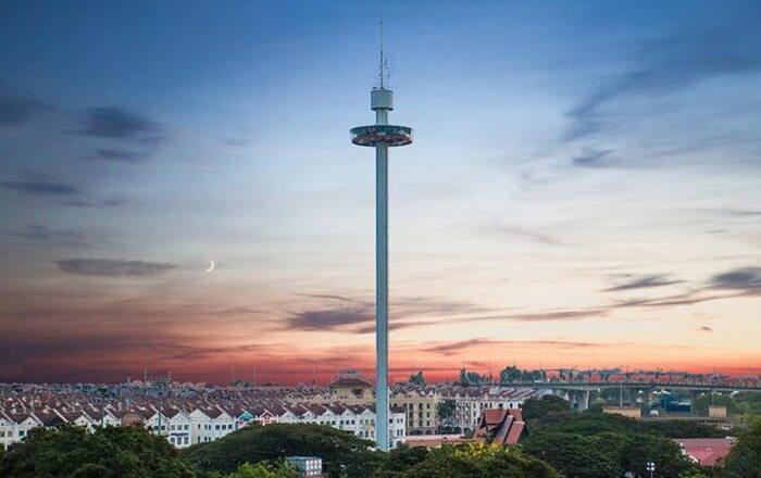 menara taming sari, lokasi wisata di melaka yang memungkinkanpengunjung memandang seluruh area sekitar dari ketinggian