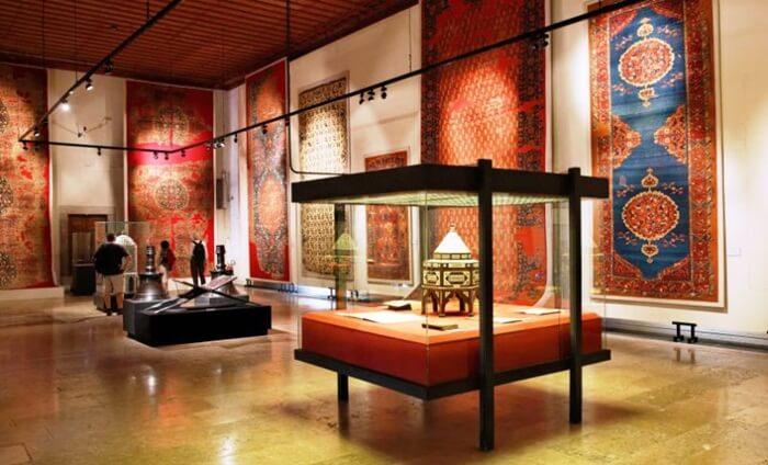 Di museum tempat wisata di Instanbul ini, pengunjung bisa belajar sejarah Turki dari abad ke-8 hingga abad ke-19.