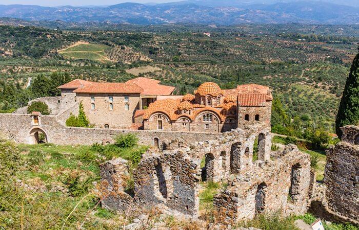 Salah satu Spot opuler di tempat wisata di Yunani ini adalah Pemandangan dari atas.