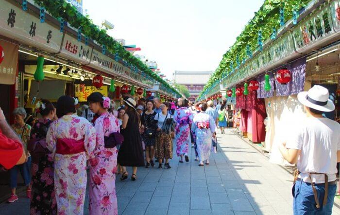 Beberapa hal yang tidak dapat ditemukan di tempat wisata di Tokyo lain, seperti pedang samurai, jajanan tradisional, souvenir tradisional, dan hal-hal kecil yang sangat unik dan khas Jepang.