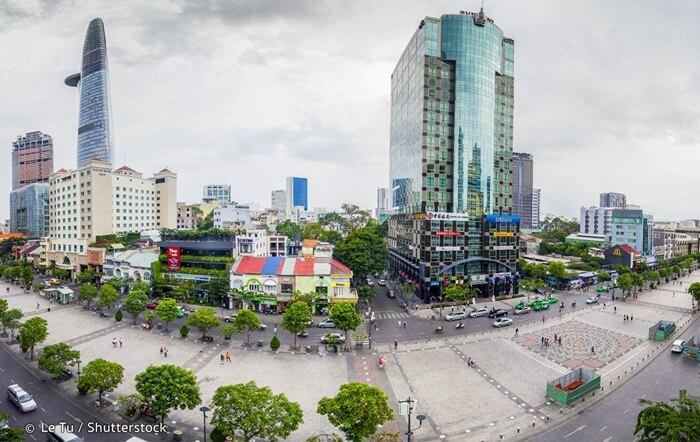banyak kegiatan yang menarik dan menghibur untuk dipamerkan di tempat wisata di Ho Chi Minh ini. Aktivitas yang paling mencolok adalah pertunjukan musik dan pertunjukan menari.