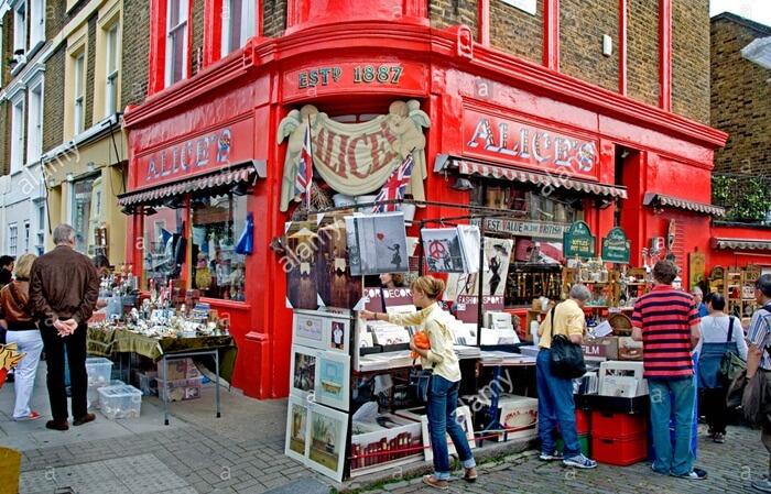 Selain barang yang di jual, kondisi antik tempat wisata di London ini ditegaskan oleh situasi bangunan-bangunan yang sangat antik juga.