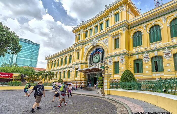 Gedung tempat wisata di Ho Chi Minh ini dirancang dengan gaya Gothic oleh Gustave Eiffel, yang juga merupakan arsitek terkenal perancang Menara Eiffel di Paris