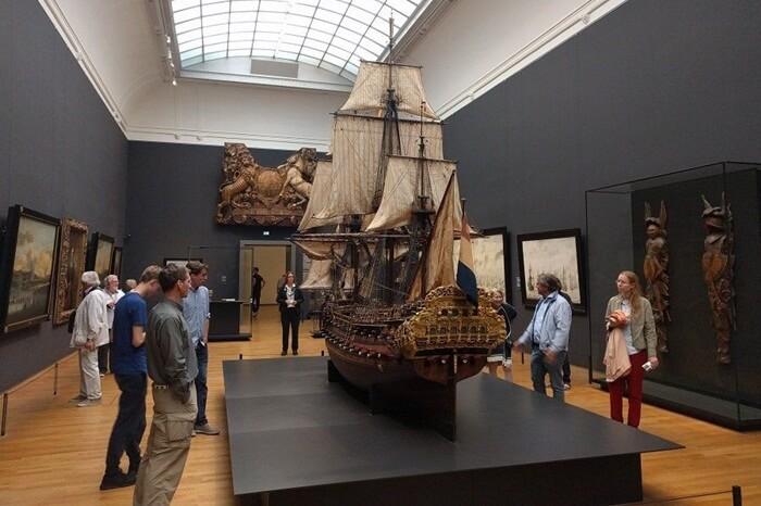 Tempat wisata di Amsterdam ini didirikan pada 1809 untuk menampung koleksi seni langka dan barang antik yang sangat banyak di negara itu.