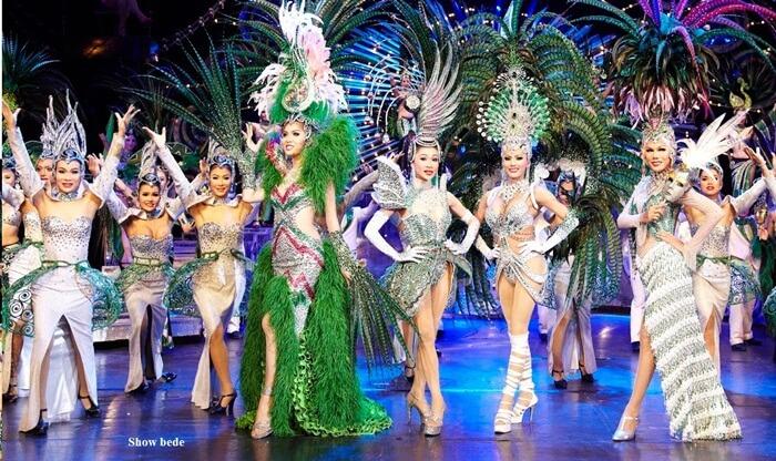 Bentuk pertunjukan para ladyboys cabaret itu family friendly, untuk semua umur dan semua kalangan bisa menonton