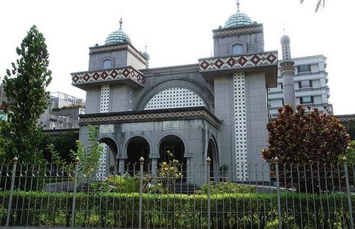 Masjid tempat wisata di Taiwan ini  merupakan tempat berkumpul masyarakat Muslim Taiwan.