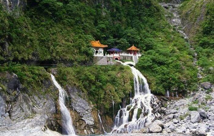 Di tempat wisata di Taiwan ini terdapat tujuh jalur pendakian yang memungkinkan pengunjung menikmati spot-spot pemandangan menakjubkan.