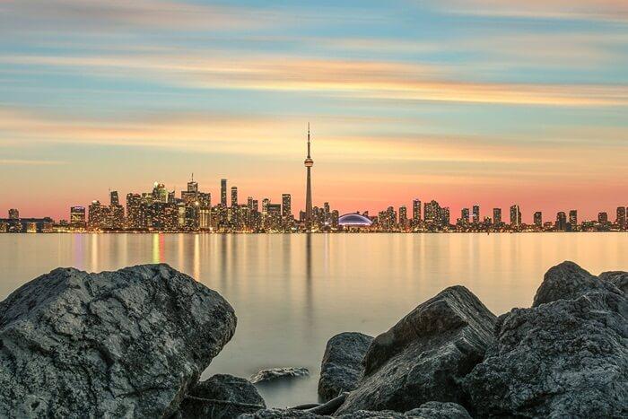 tempat wisata di Kanada beraneka jenis. Termasuk panorama alam di yang sangat mempesona. Mulai dari pegunungan rocky hingga air terjun Niagara yang legendaris