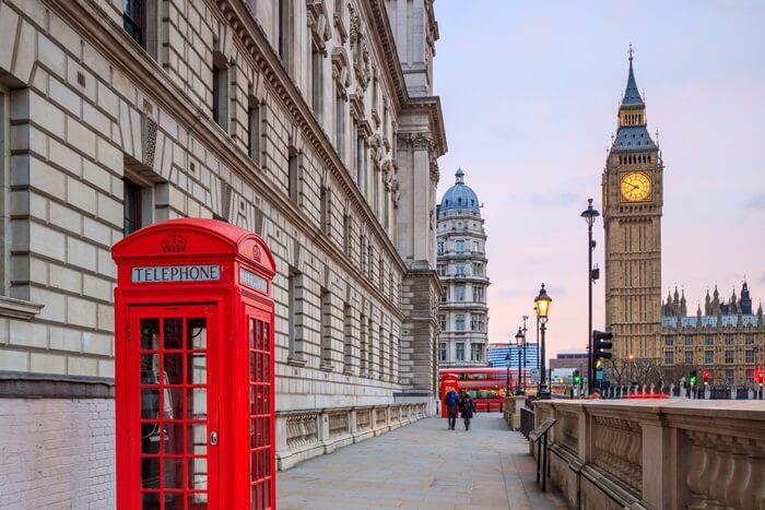 Tempat wisata di London ber-spektrum cukup luas. Mulai dari istana kuno yang masih aktif, gereja kuno nan megah, hingga pasar Barang Antik.
