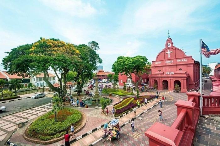 tempat wisata di Melaka populer dengan ebrbagai situs bersejarahnya