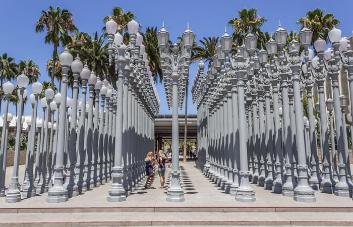 Museum seni Tempat Wisata di Los Angeles ini terbesar di Amerika Serikat bagian barat. Museum ini menyimpan lebih dari 100.000 koleksi seni klasik hingga kontemporer
